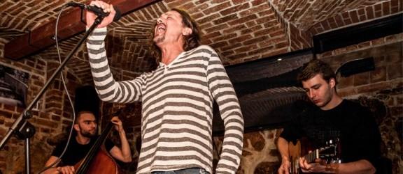 Dwóch elbląskich artystów i Gienek Loska Band w pubie Sąsiedzi. Takiego wieczoru się nie zapomina!