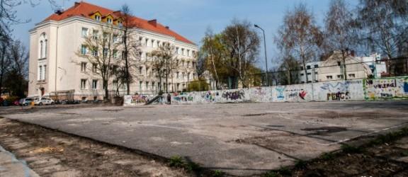 Remont boiska przy Zespole Szkół Ogólnokształcących nr 2 coraz bliżej