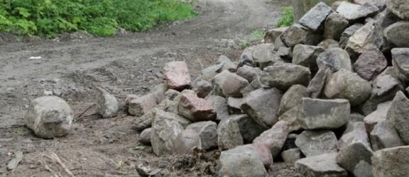 Rozpoczął się remont zniszczonej zabytkowej drogi