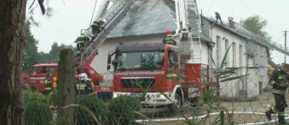 90 strażaków walczyło z pożarem kościoła. Zobacz film