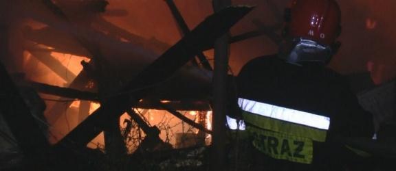 Krzewno: Nocny pożar w fabryce szczotek (foto i video)