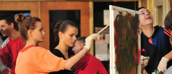 Action painting w Światowidzie - videorelacja