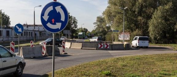 Tymczasowe rondo na ul. Żuławskiej pozostanie na stałe?
