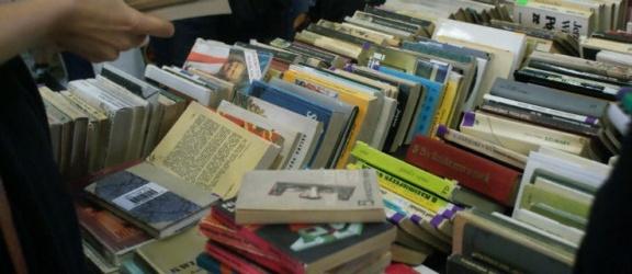 Za nami kiermasz książek w bibliotece. Zobacz naszą fotorelację