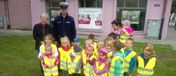 Bezpieczeństwo na drodze – spotkanie policjanta z przedszkolakami