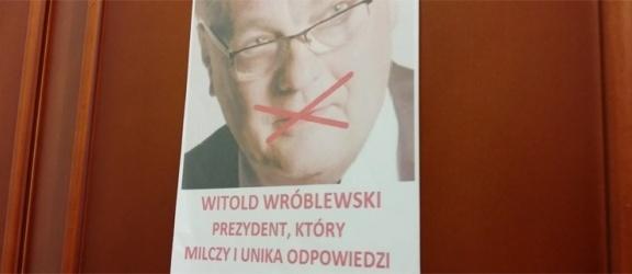KORWiN rozbił... arbuza u Prezydenta Elbląga - zobacz video
