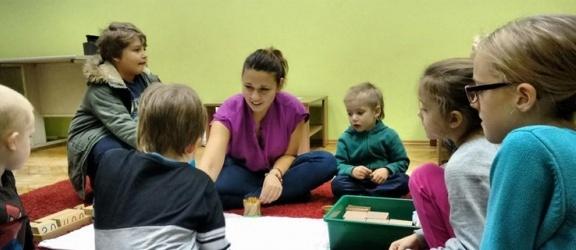 Poznajemy pedagogikę Marii Montessori