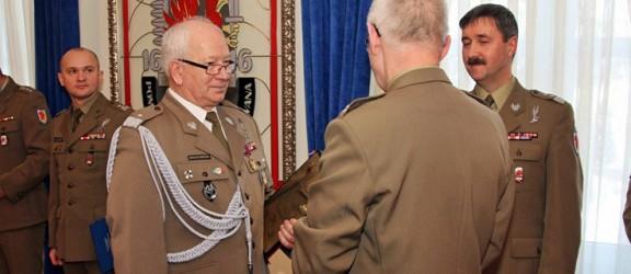 Po latach służby Oficerowie pożegnali się z mundurem