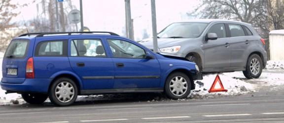 Wypadek samochodowy na skrzyżowaniu Broniewskiego i Ogólnej