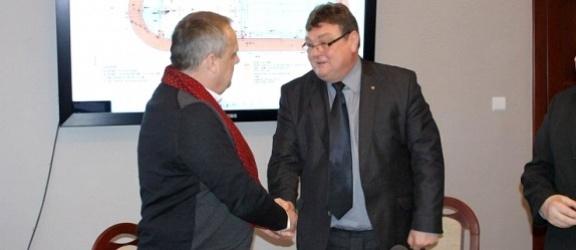 Umowa na budowę orlika lekkoatletycznego podpisana