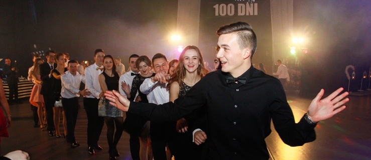 Trzy setki zdjęć z okazji 100-dniówki IV LO!