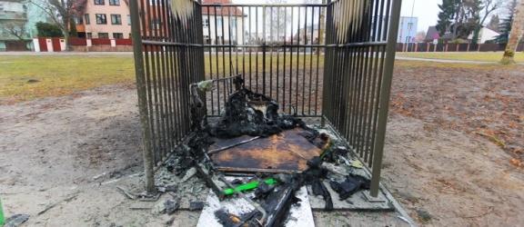 Przenośna toaleta przy Green Velo spłonęła doszczętnie