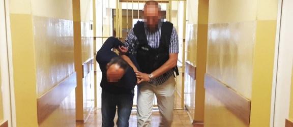 """Podawał się za lekarza i chciał okraść staruszka. Policjanci zatrzymali znanego w Polsce przestępcę – """"Kalafiora"""""""