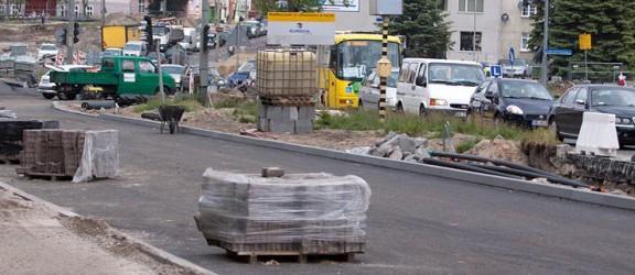 Przebudowa drogi 504 i skrzyżowania przy Feniksie – zobacz postęp prac