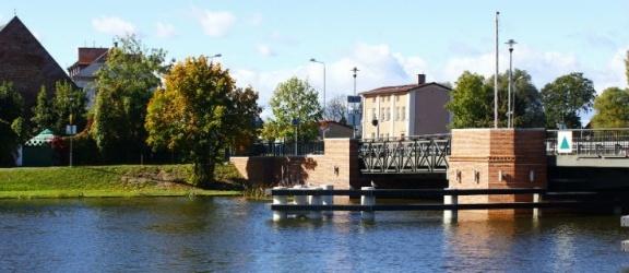 Silny wiatr, cofka na rzece, poziom wody nadal wysoki (aktualizacja + foto)