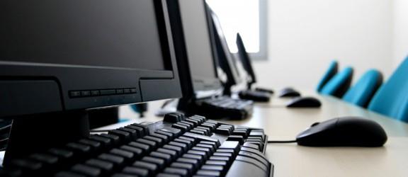 Nowe pracownie komputerowe w elbląskich szkołach dopiero w sierpniu