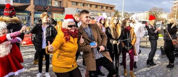Manekin Challenge nie przyciągnął tłumów na Plac Jagiellończyka (+foto)