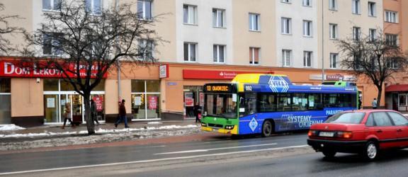 Podróż autobusem to dobra okazja, by poczytać... na przykład Herberta