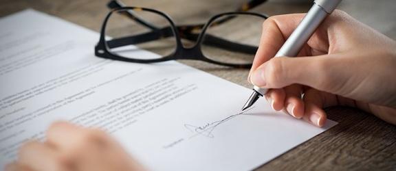 Co trzeba wiedzieć o chwilówkach zanim się podpisze umowę?