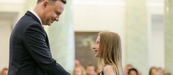 11-letnia elblążanka odznaczona przez Andrzeja Dudę prezydenta RP