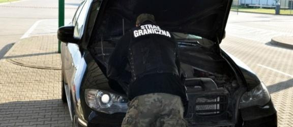 Zatrzymali podejrzane  BMW w Grzechotkach