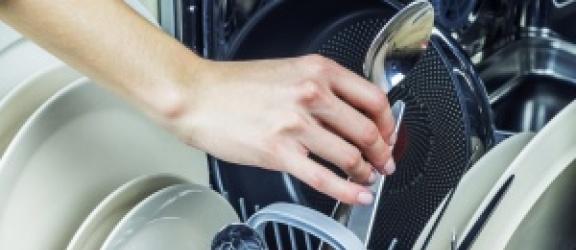 Naczynia czyste w godzinę? Sprawdź co potrafią nowoczesne zmywarki!
