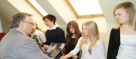 Stypendia starosty dla zdolnej młodzieży z powiatu elbląskiego