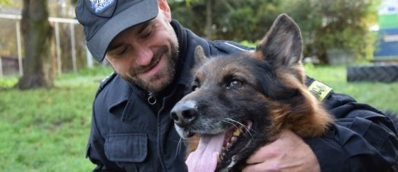 Elbląg. Dragon, policyjny pies tropiący przechodzi na emeryturę