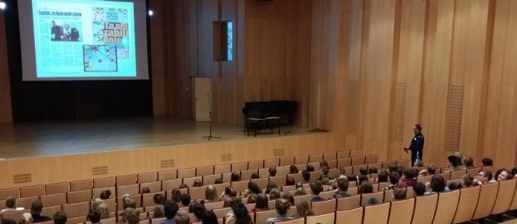 Elbląg: Policjanci w Szkole Muzycznej
