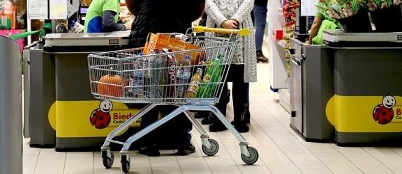 W Biedronce  szykują się podwyżki pensji od nowego roku. Brakuje rąk do pracy
