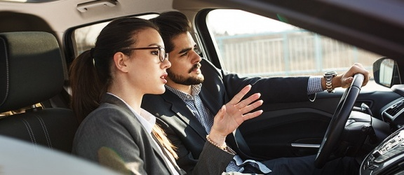 Kredyt samochodowy i leasing – podstawowe różnice