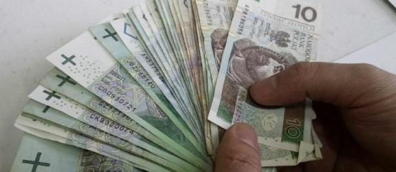 Emerytka z Elbląga zadłużyła się na 3,6 miliona złotych. To nie jest
