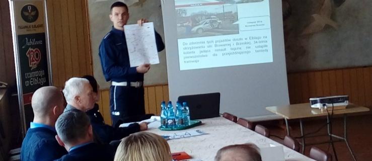 Elbląg: Policjant w Tramwajach Elbląskich