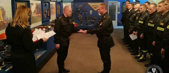 Elbląscy strażacy z awansami i nagrodami