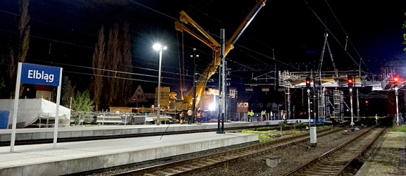 Nocny montaż drugiego elementu przęsła wiaduktu na Zatorze (+ zdjęcia)