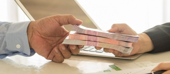 Pożyczki przez Internet - czy warto je brać?