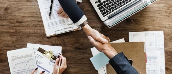 Kiedy warto zlecić obsługę kadr i płac w firmie?