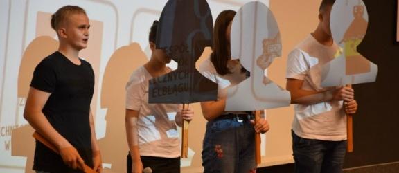 Elbląg: Większość młodych ludzi doświadczyła hejtu na własnej skórze