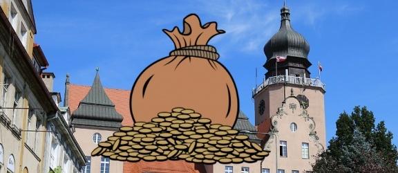 O ile zmniejszył się dług Elbląga? Jak wygląda nasze zadłużenie per capita w stosunku do innych miast?