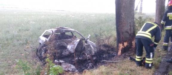 Kierowca audi nie żyje. Samochód stanął w płomieniach