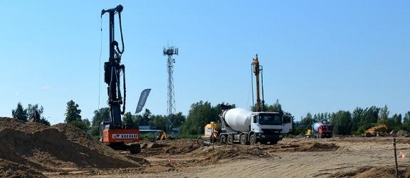 Elbląg. Trwają prace ziemne przy budowie Castoramy (+zdjęcia)