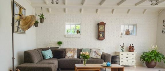 Światło, które odmieni Twój salon – jak wybrać lampy sufitowe?