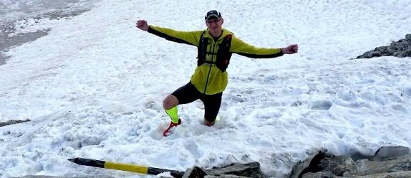 Najlepszy biegacz z Elbląga uciekł przed upałem na lodowiec (+ zdjęcia)