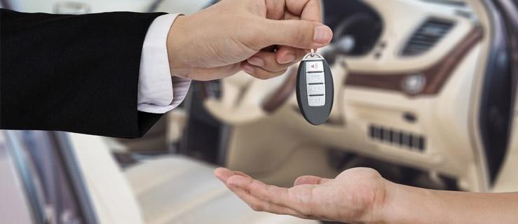 Kupić samochód, a może wynająć? Sprawdź, która z opcji jest bardziej opłacalna