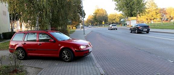 Mieszkańcy bloku przy ul. Mickiewicza już 8 lat bezskutecznie walczą o swobodny dojazd do posesji (+ zdjęcia)