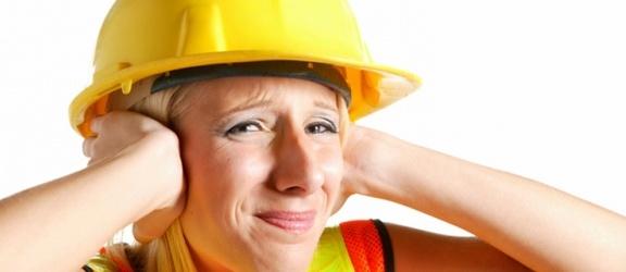W jakich warunkach można odstąpić od badania pomiarów hałasu na stanowisku pracy?