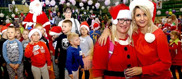 Mikołajki 2018. Blisko tysiąc najmłodszych elblążan bawiło się w hali MOSir-u (+ zdjęcia)