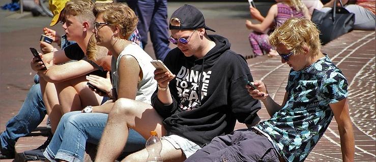Polacy spędzają w internecie średnio 11 godzin dziennie. To prawie dwa razy więcej niż dwa lata temu