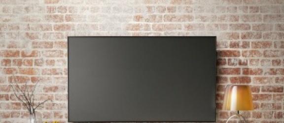 Kupujemy telewizor na ścianę. Na co zwrócić uwagę?
