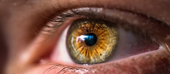 O czym warto pamiętać, stosując soczewki kontaktowe?